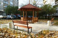 Новая беседка со скамейками и мусрные урны в городе Габрово