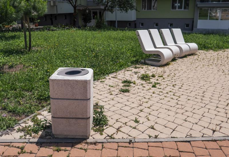 CONCRETE EASY-CHAIR