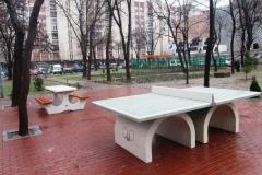 Монтираха маси за шах, табла и тенис на маса в градинката до