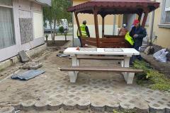 Новая беседка, стол для шахматый и скамейки читалище в квартале Крайморие в Бургасе.